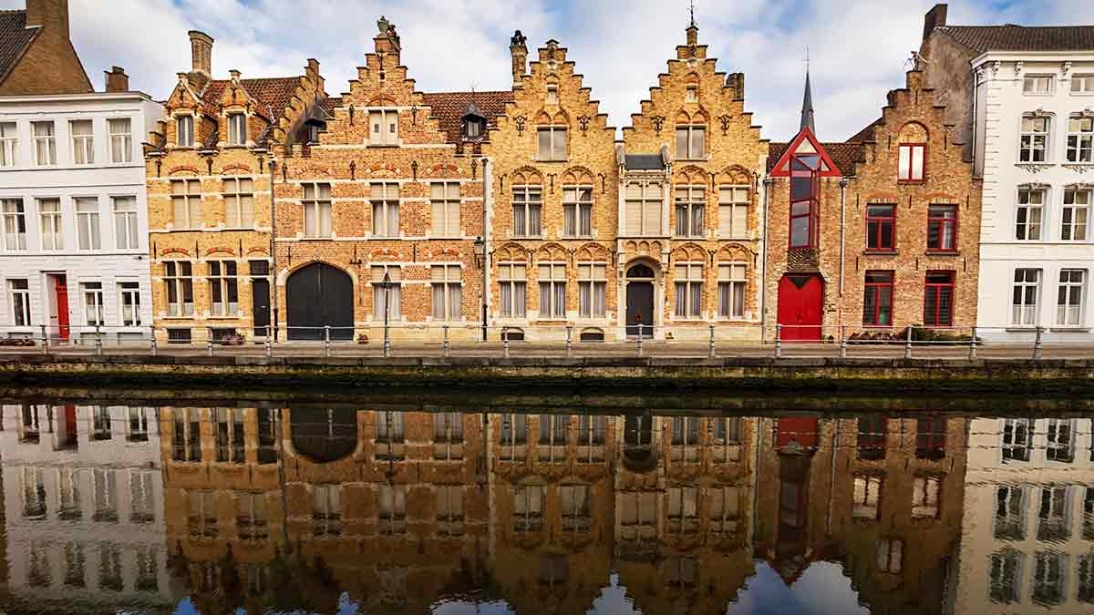 Bruges in Winter - Buildings by the canal