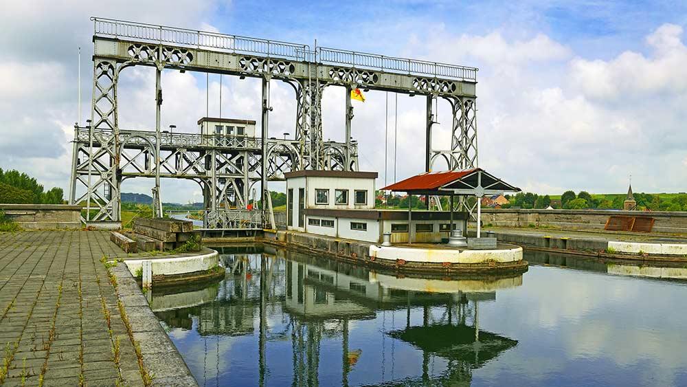 Hydraullic Boat Lift in Belgium