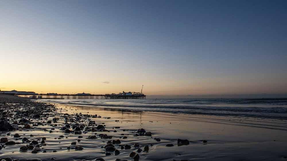 Brighton Beach bij zonsopgang