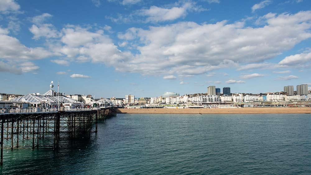 Uitzicht vanaf de pier in Brighton
