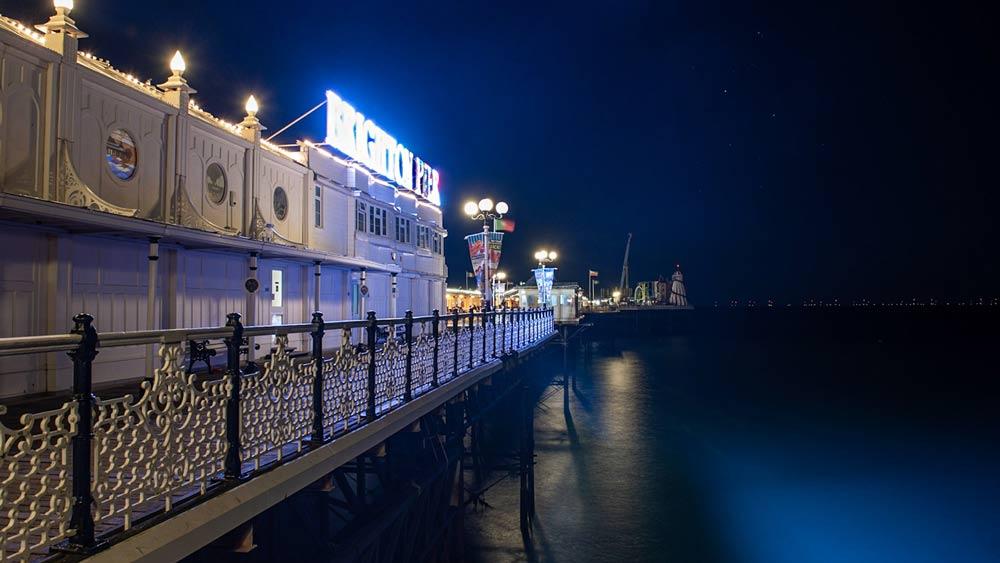 Quai du palais la nuit à Brighton