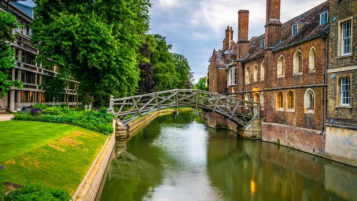 Newtons mathematical bridge in Cambridge