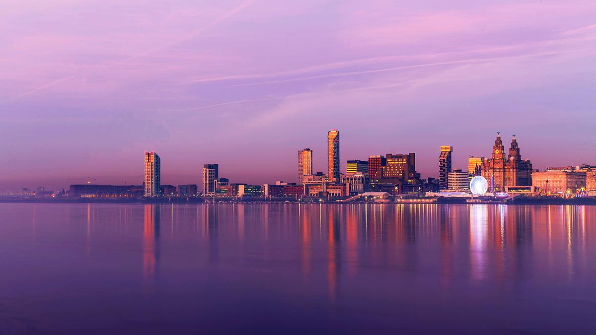 Hafen von Liverpool bei Sonnenuntergang