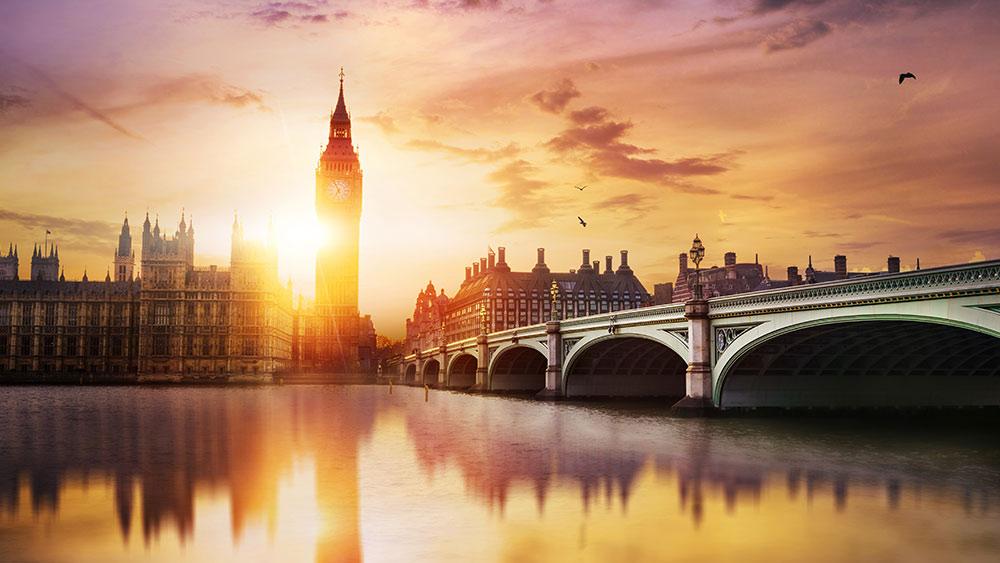 Big Ben und Westminster Bridge in der Abenddämmerung