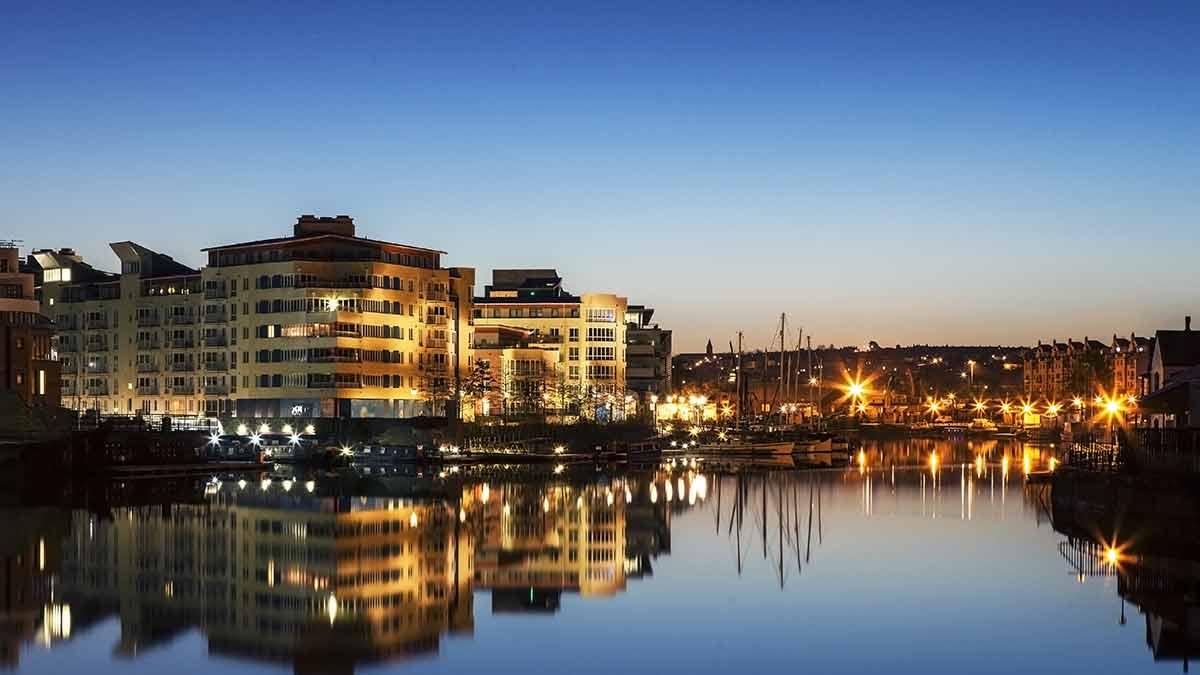 Bristol waterfront 's nachts