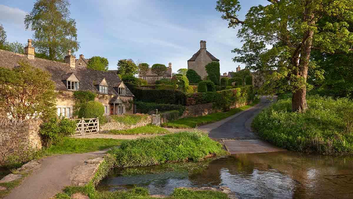 Dorf in den Cotswolds in England