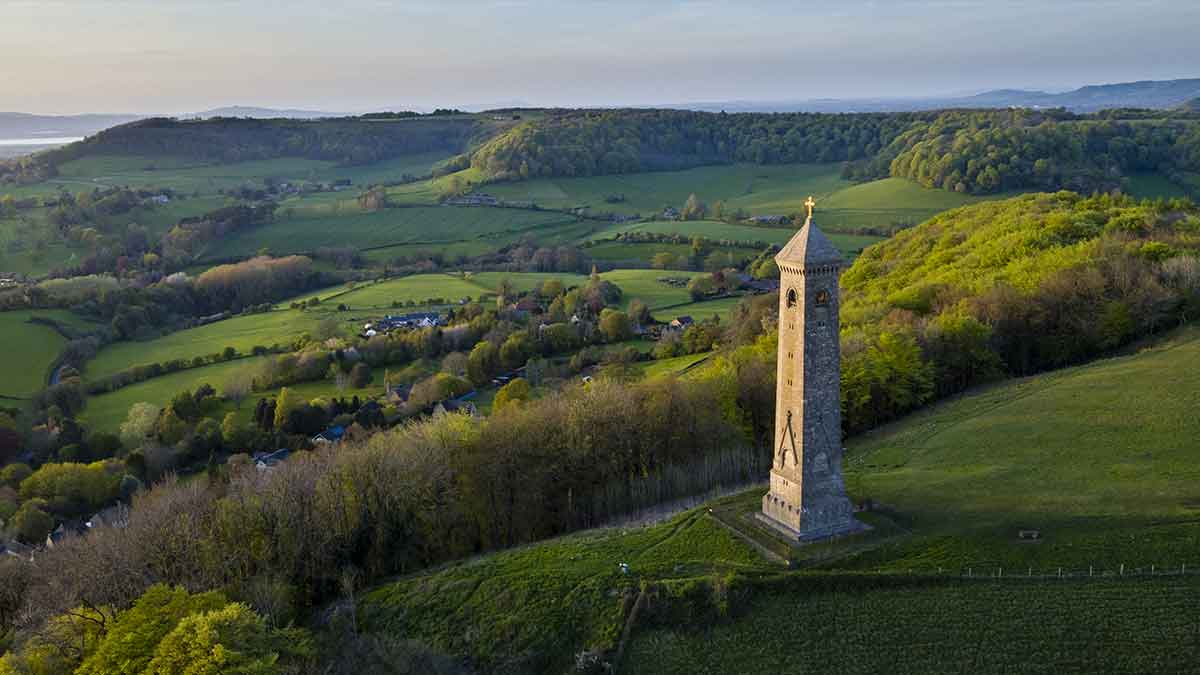 Monument de Tyndale dans les Cotswolds en Angleterre