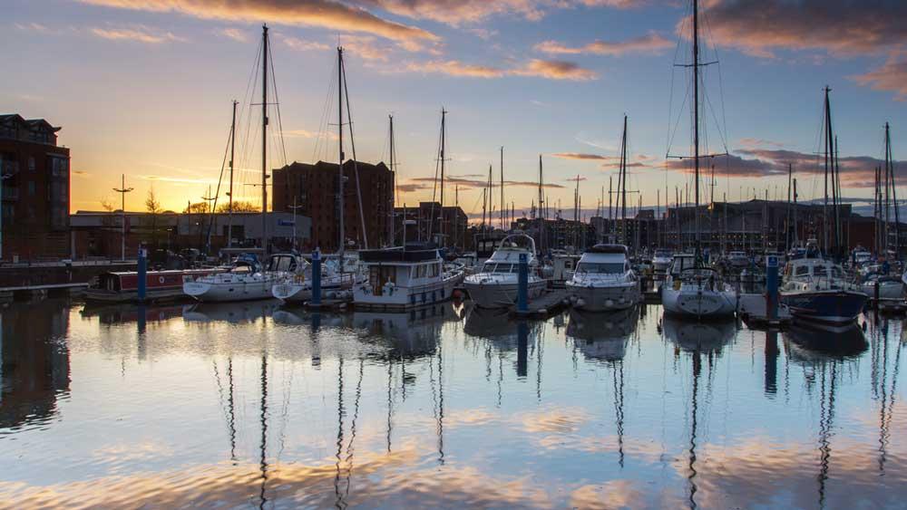 Le quai de la ville de Hull en Angleterre
