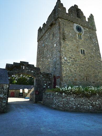 Tour de garde d'un château en Irlande du Nord
