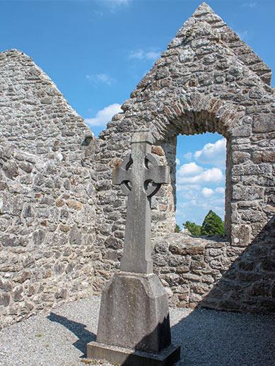 Ruinen einer alten Kirche in Irland