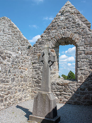 Ruïnes van een oude kerk in Ierland