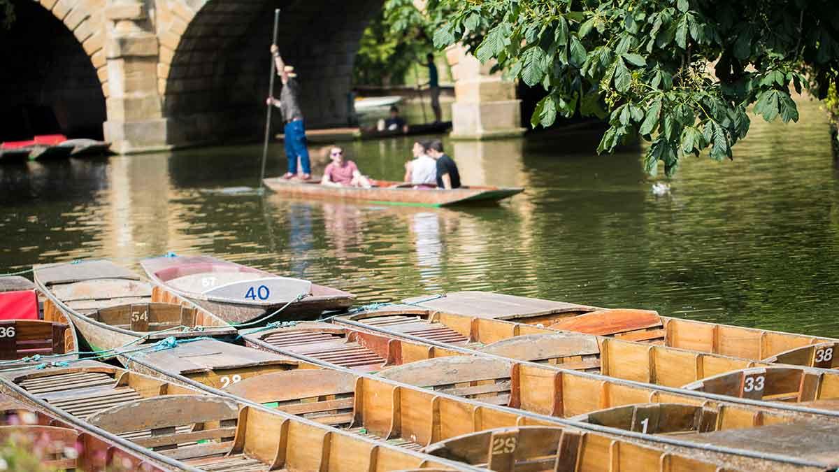 Punteren op de rivier de Theems