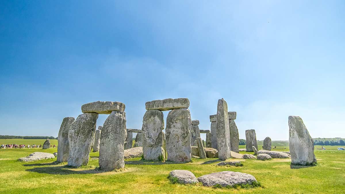 Steinzeitfelsen bei Stonehenge in Wiltshire
