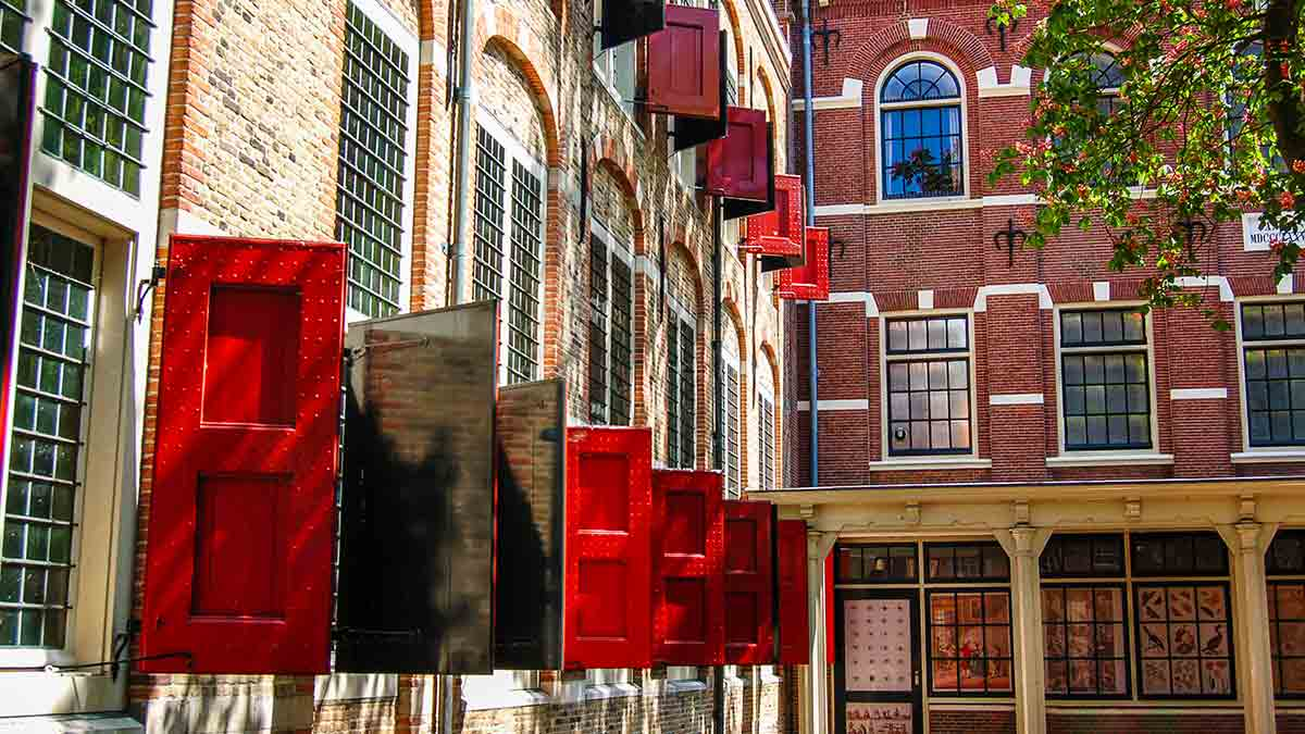 Red shutters in Gouda, the Netherlands