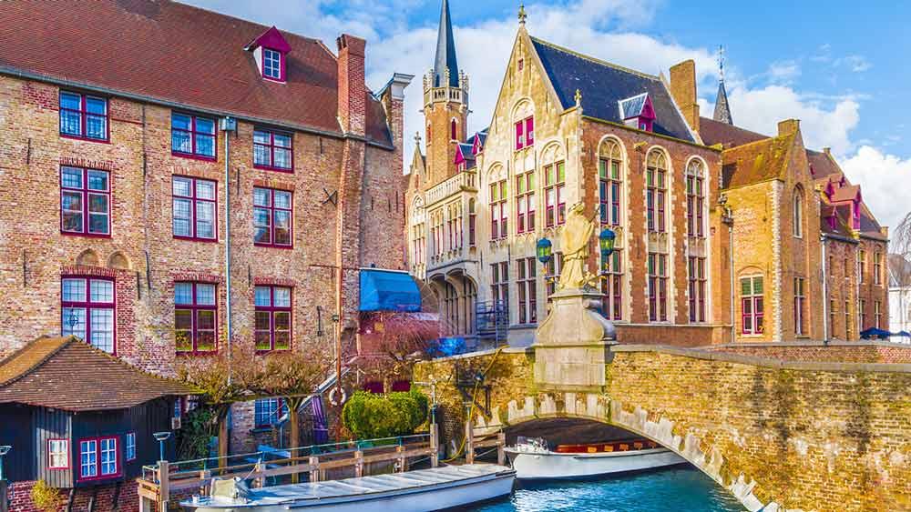 Boat tours in Bruges