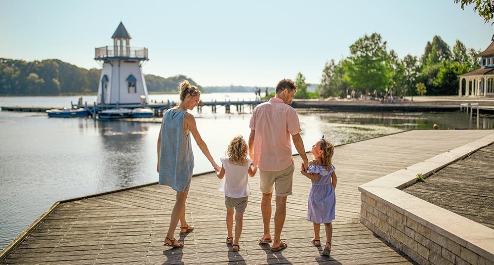 Family walking at Center Parcs Le Lac d'Ailette