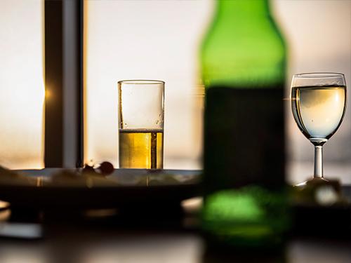 Neem een drankje in een van onze bars aan boord