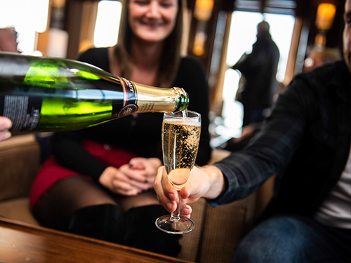 Champagner in der Club Lounge