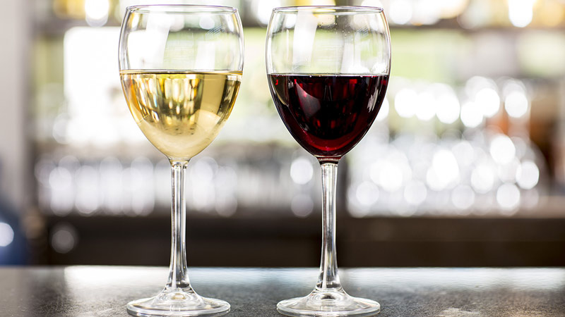 Glass of red and glass of white wine